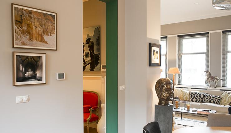 Kleur in huis door een contrasterende doorgang