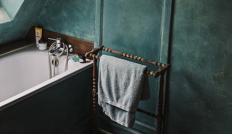 Mooi: een emerald groene kleur in de badkamer