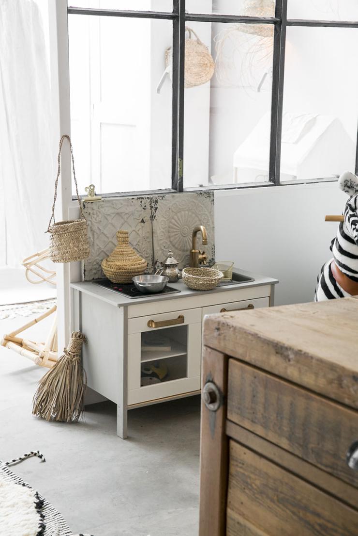 Hoe leuk is deze IKEA hack keukentje?!