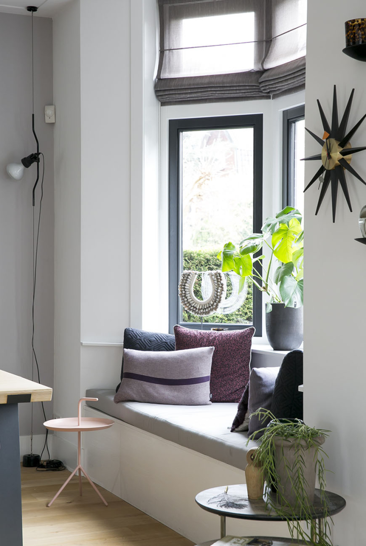 O zo gezellig: een relaxhoekje bij het raam