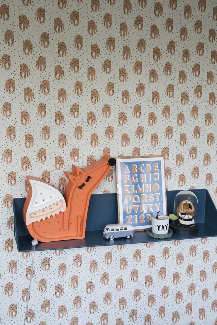 Binnenkijken op de woonboot van Annelies vol pasteltinten