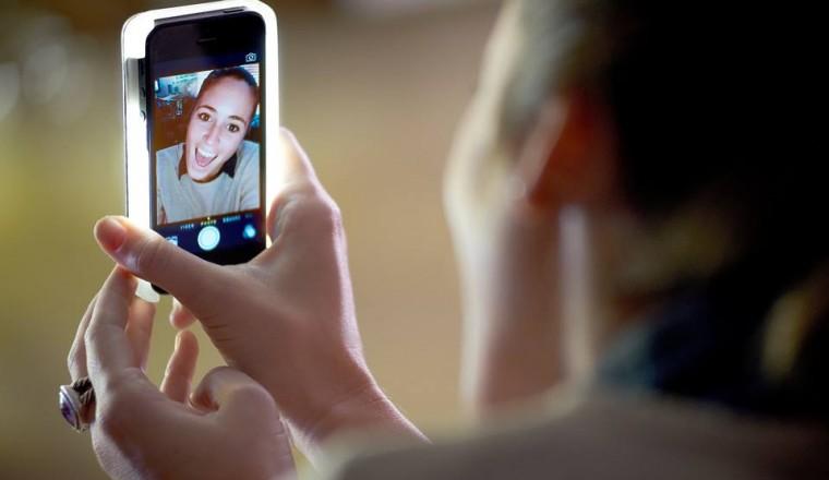 Hoesje Met Licht : Met dit hoesje maak je extreem goede selfies damespraatjes