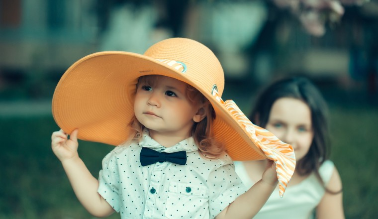 jongetje-draagt-jurken-verkleed