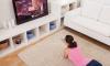 Is het echt slecht om te dichtbij de tv te zitten? - stock