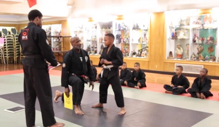 Karate leraar geeft student de meest hartverwarmende peptalk ooit