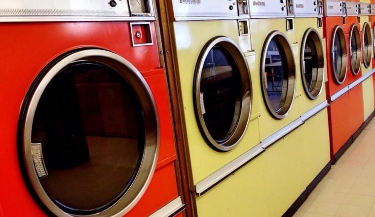 voorkomen-dat-je-kleding-slijt-in-de-wasdroger