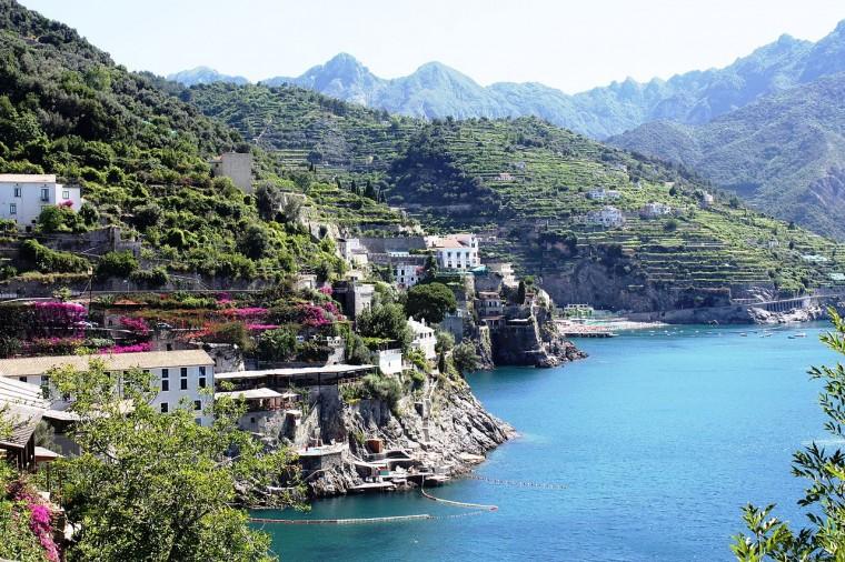 1280px-Amalfi_coast_-_panoramio_(1)