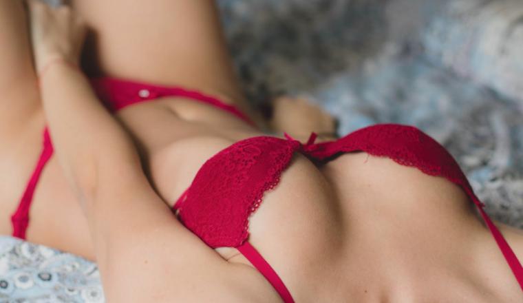 Mijn nieuwe vriend wil graag dat ik sexy lingerie draag, maar ik heb daar helemaal niks mee