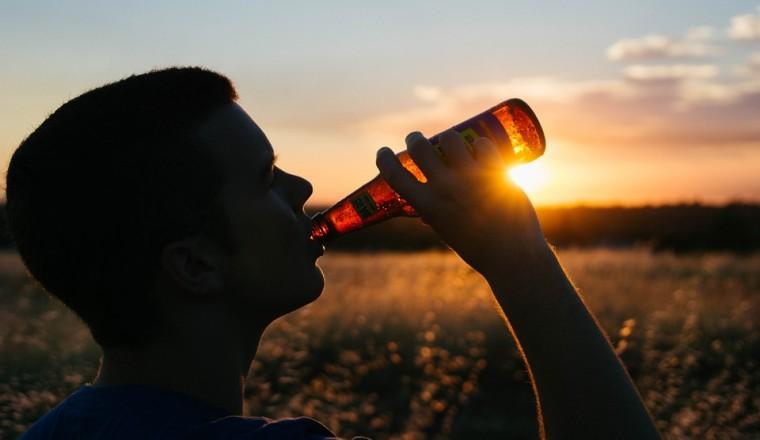 Met je kinderen in gesprek over alcoholgebruik? Mayke legt uit hoe je dat doet!