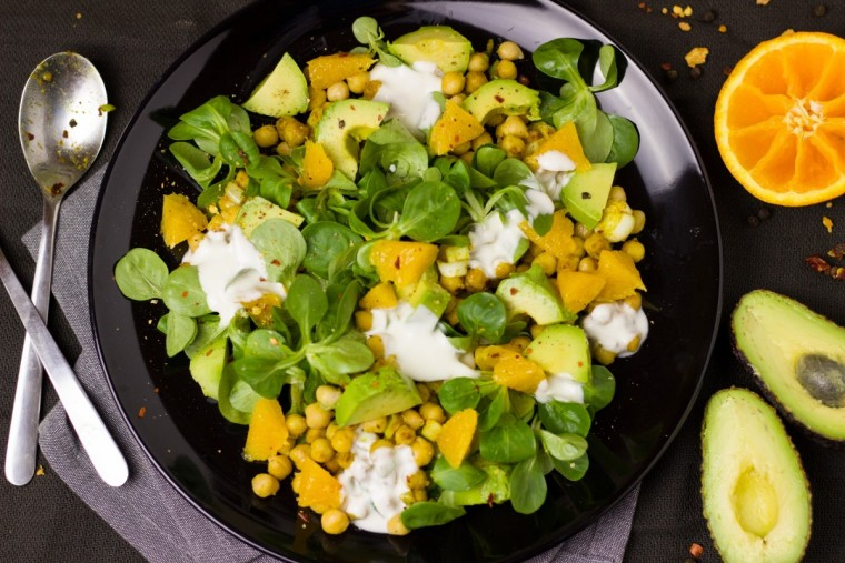 salad_chickpeas_orange_avocado_curry_healthy_delicious_colorful-1188112