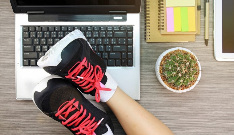 sporten-op-kantoor-10-oefeningen-workouts