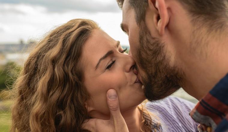 Hoe het loslaten van je oude idealen je kan doen openstaan voor JOUW liefdesstijl
