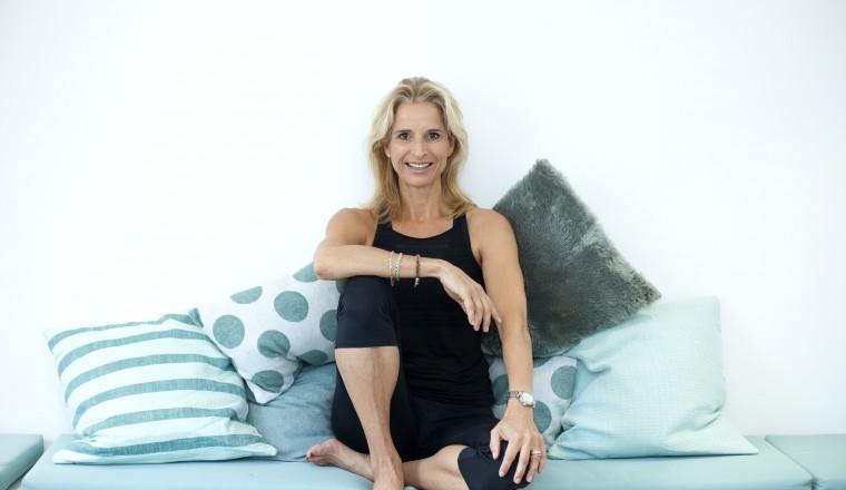 Sharon in de lounge Hot Yoga