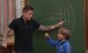 André Hazes legt een klas vol kinderen uit hoe baby's worden gemaakt