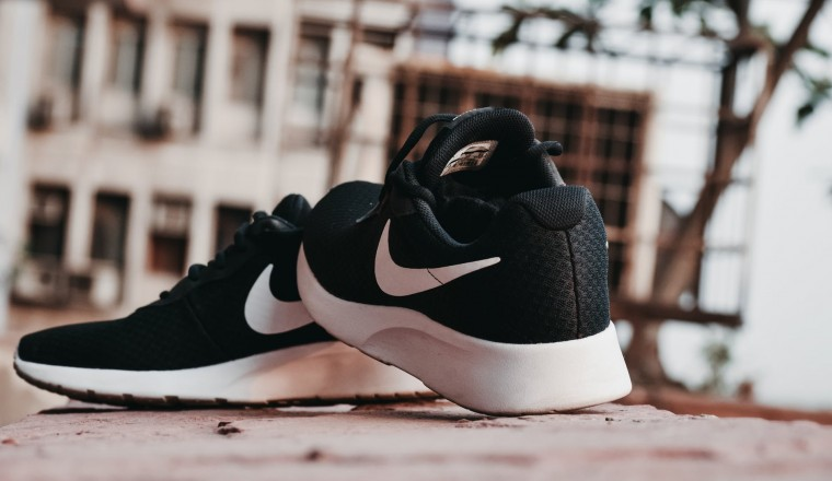 Kan je hardlopen op je gewone sneakers?