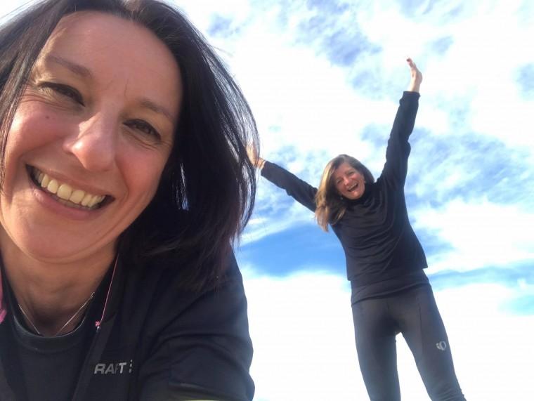Sandra-Karin-fietsen-naar-strand