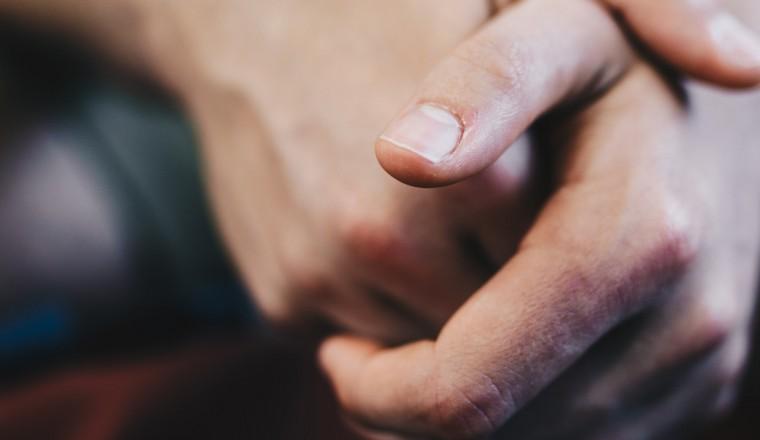 trillende-handen-tremoren-oorzaken