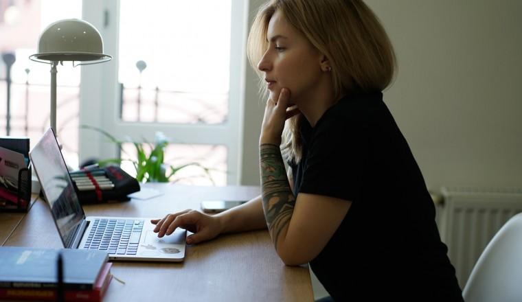 vrouw-computer