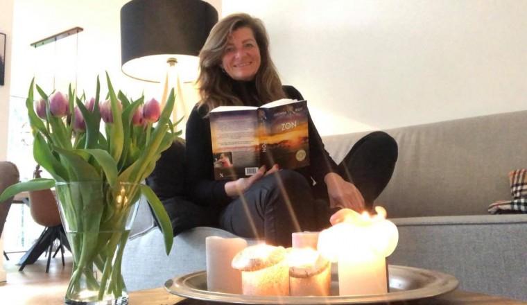 Sandra-leest-de-zeven-zussen-zon